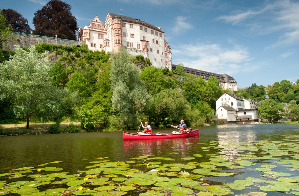 Kanu fahren auf der Lahn in Hessen