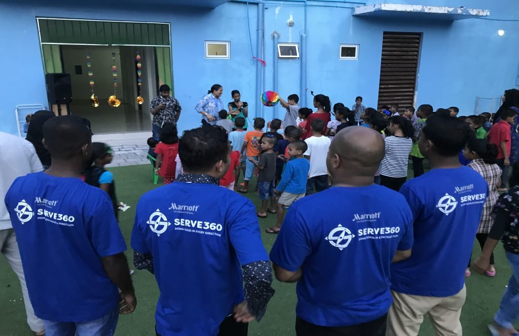 The St. Regis Maldives Vommuli Resort engagiert sich für Kinder des Waisenhauses Fiyavathi auf den Malediven