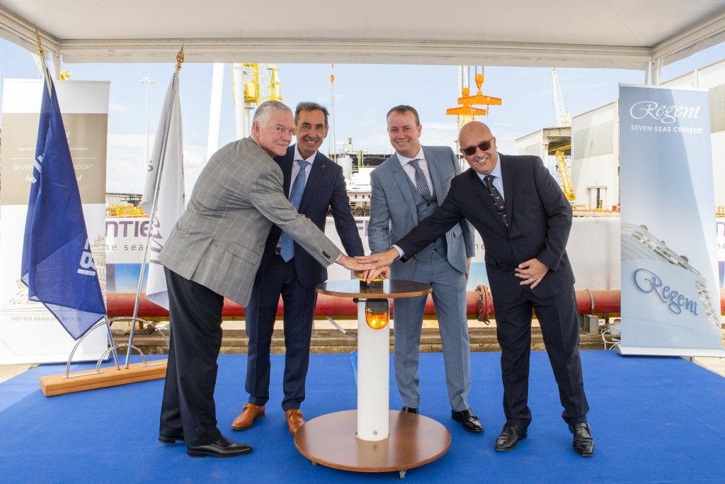 Führungspersonen von Regent Seven Seas Cruises, NCL und Fincantieri starten den Bau der Seven Seas Splendor