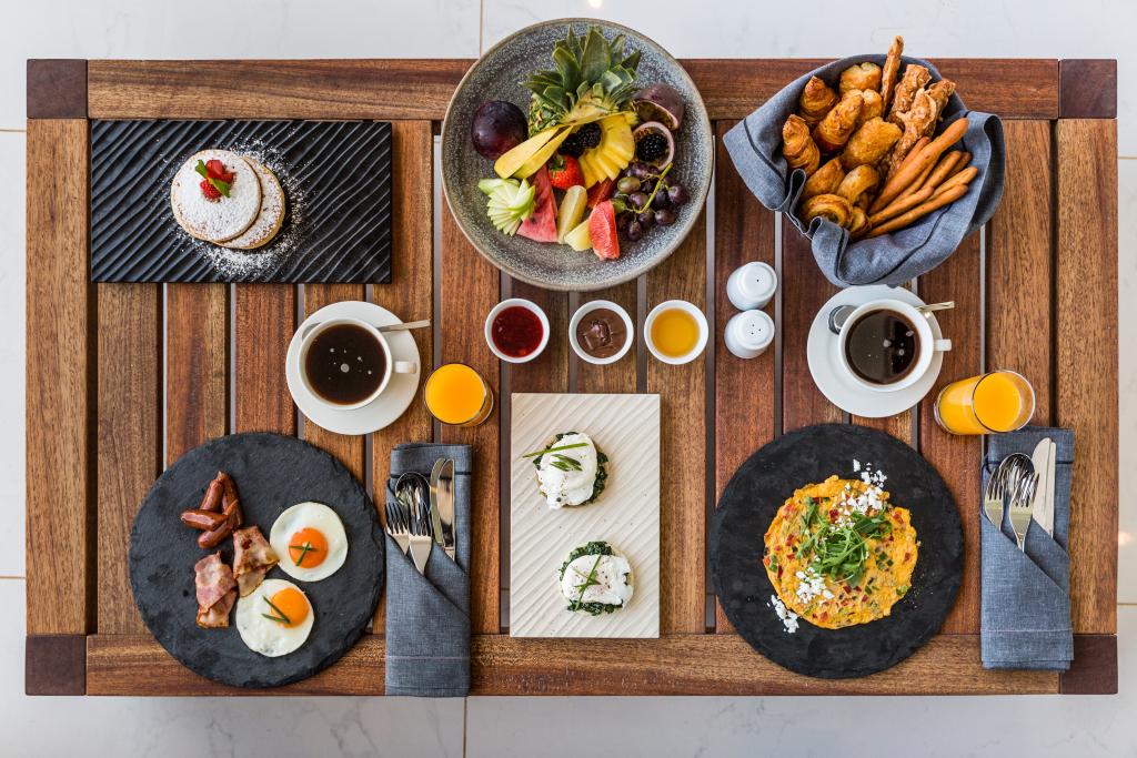 Frühstück im Hauptrestaurant des Abaton Island Resort & Spa auf Kreta