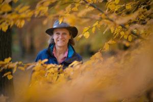 Susanne Weidert-Horn, zertifizierte Natur- und Landschaftsführerin im Naturpark Taunus © Hessen Agentur_Paavo Blåfield