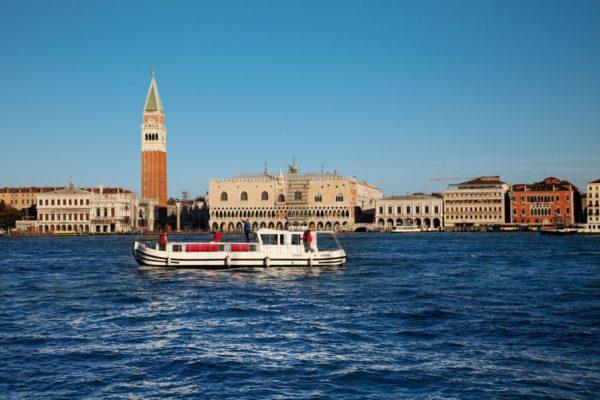 Hausboot in Lagune von Venedig ©Locaboat Holidays