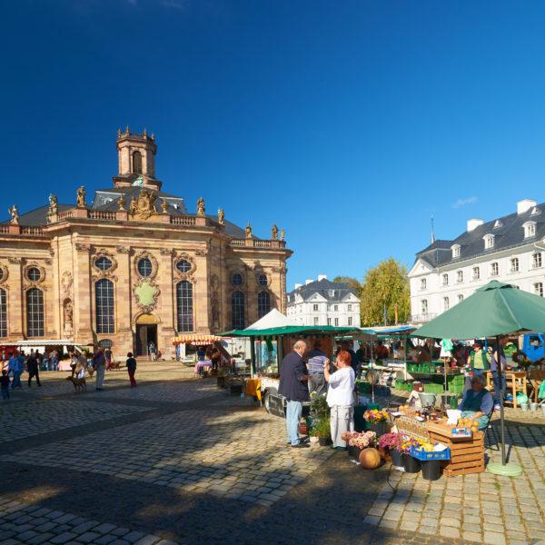 Ludwigskirche-Markt_Copyright© QuattroPole, Fotograf Tom Gundelwein